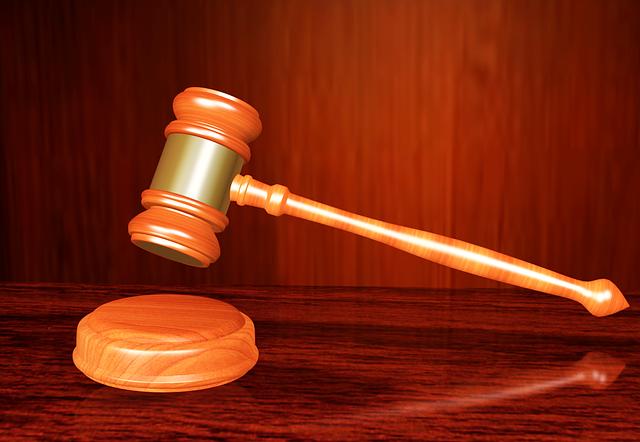 advogado defendendo medico